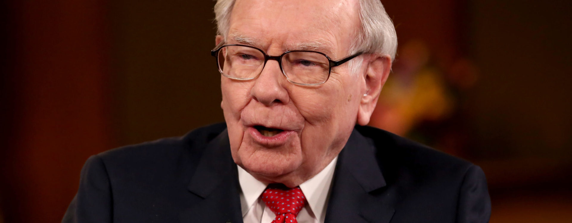 Jim Cramer says Buffett's sale of airline stocks makes him 'very concerned about the near term'